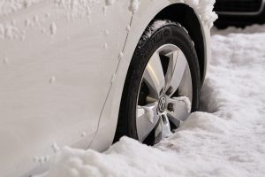 Electric Vehicles: How They Can Weather The Storm Of Wintertime