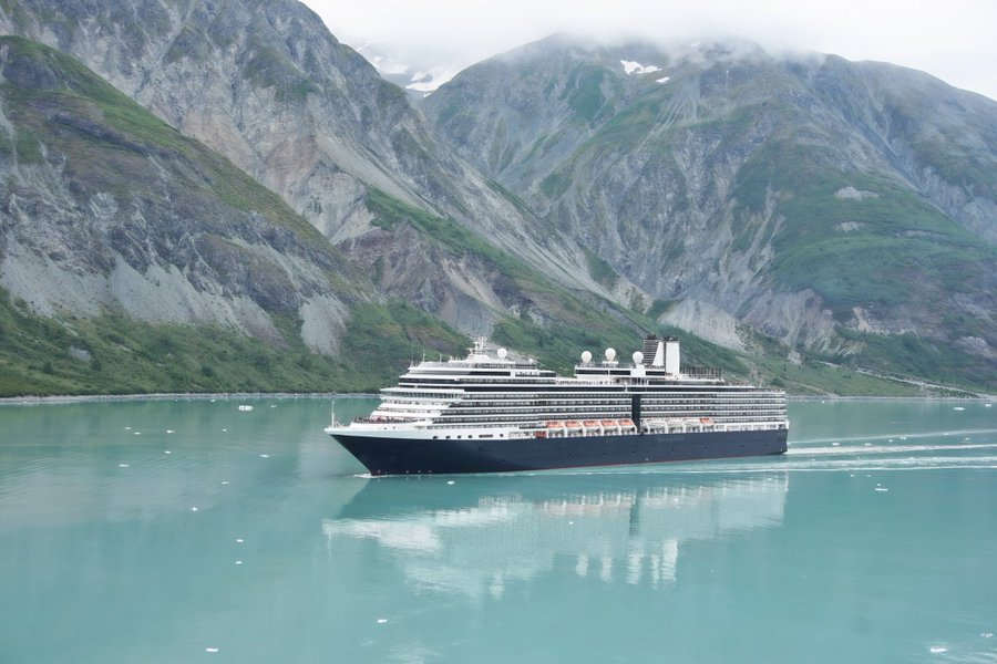 Lawmakers Push for Foreign-Flagged Cruising Bypassing Canada